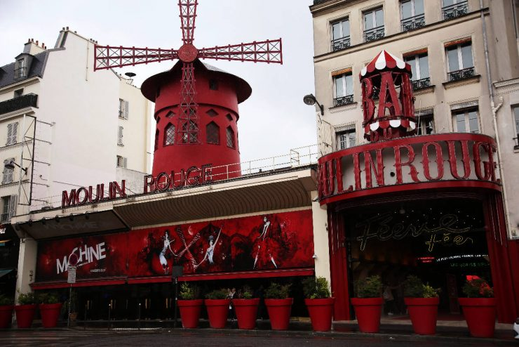Finding the spirit of Paris - a mini guide | Due fili d'erba | Two blades of grass | Thais FK | Moulin Rouge