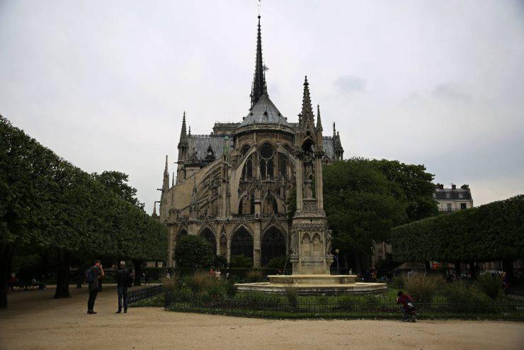 Finding the spirit of Paris - a mini guide | Due fili d'erba | Two blades of grass | Thais FK | Notre Dame