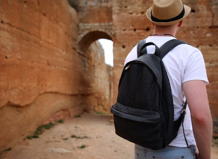 Ludwig, the pineapple leaf fiber backpack | #LUDWIGontour in the Castle of Paderne, Algarve, Portugal| Piñatex™ | Ina Koelln on Due fili d'erba | Two blades of grass | Made in Portugal | Thais FK | #tkabroad