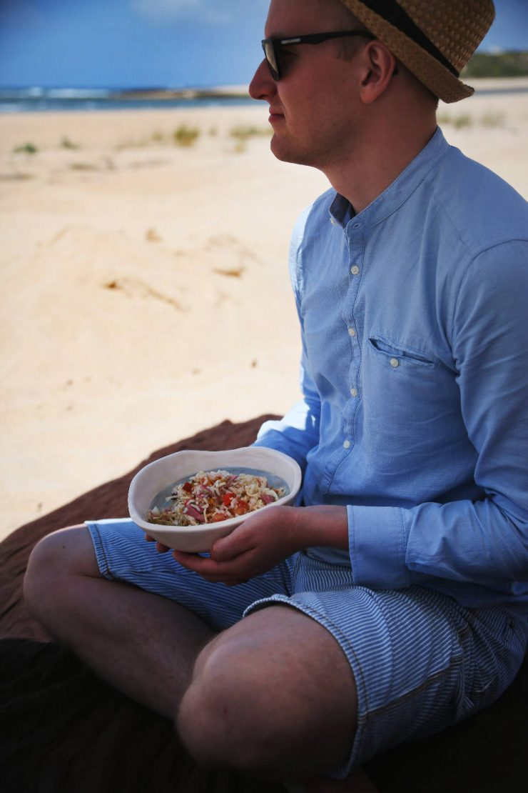 Portugal beach picnic | ceramics by Círculo Ceramics, handmade ceramics made in Portugal |on Due fili d'erba | Two blades of grass