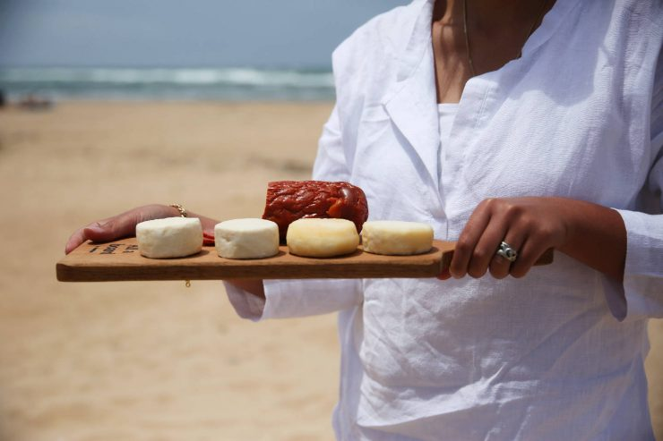 Portugal beach picnic | Cutting board by Gradirripas, made in Portugal | on Due fili d'erba | Two blades of grass