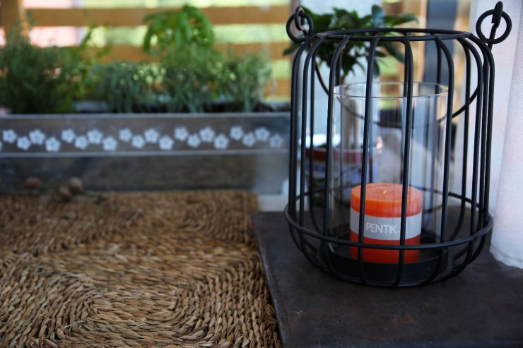 Our DIY balcony project | DIY pallet benches | DIY balcony table | Pentikin lyhty | Lantern by Pentik, Fall 2016 | Finnish Design | on Due fili d'erba | Two blades of grass | Thais FK