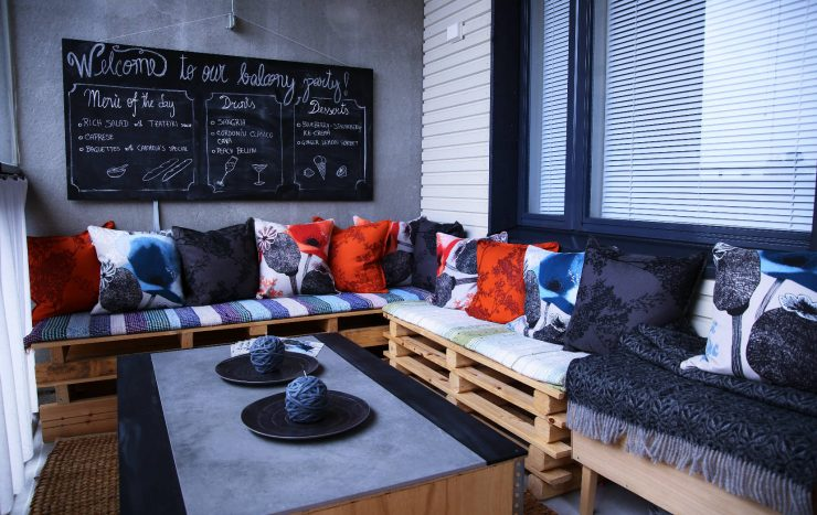 Our DIY balcony project | DIY pallet benches | DIY balcony table | Pentik pillows, autumn collections | Valmu and Angervo by Pentik, Fall 2016 | Finnish Design | on Due fili d'erba | Two blades of grass
