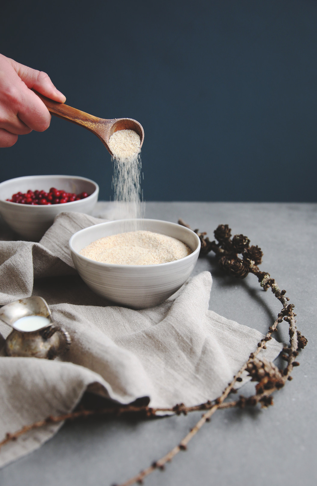 Whipped lingonberry porridge | Vispipuuro | on Due fili d'erba | Two blades of grass | Ceramics by Pentik | Background by Florim | Recipe, styling and photos by Thais FK