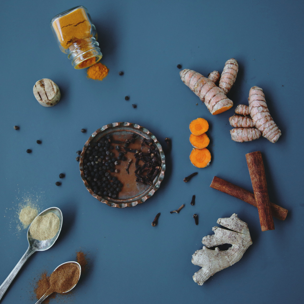 Spices. Golden milk   Turmeric milk   on Due fili d'erba   Two blades of grass   Recipe, styling and photo by Thais FK