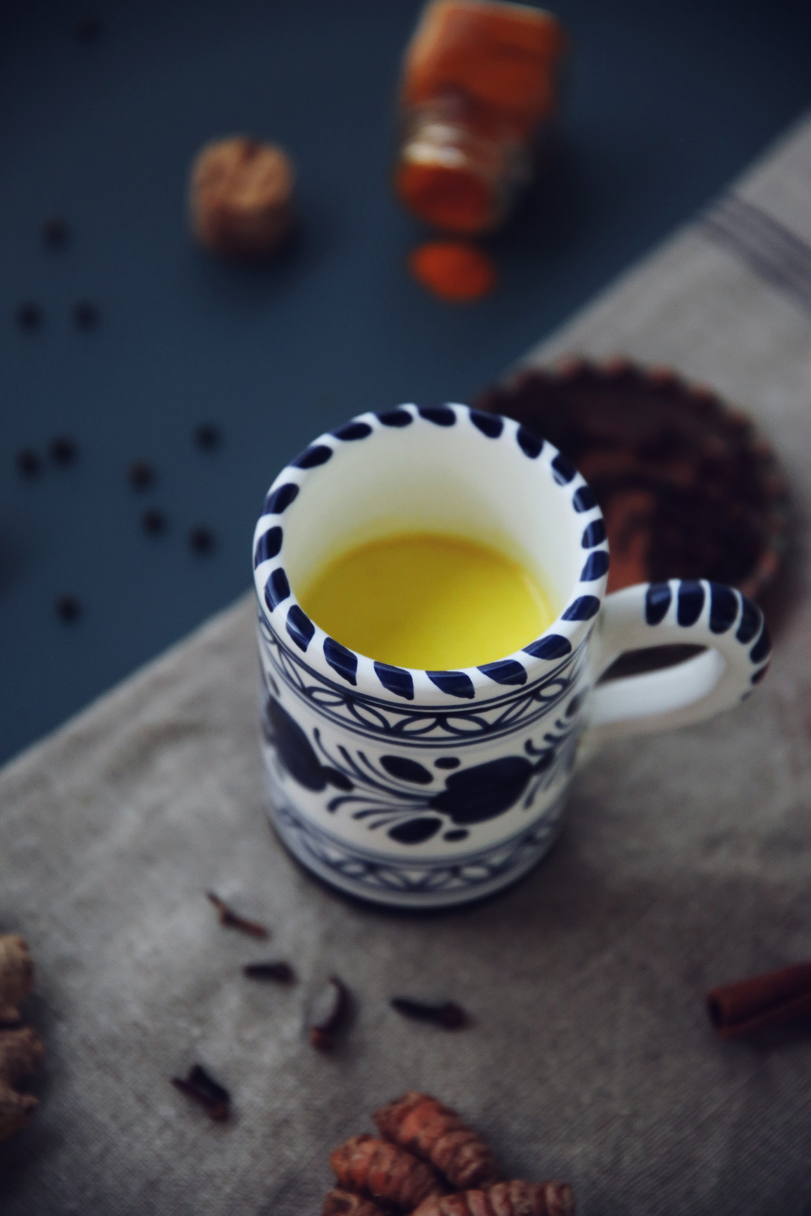 Golden milk   Turmeric milk   on Due fili d'erba   Two blades of grass   Recipe, styling and photo by Thais FK