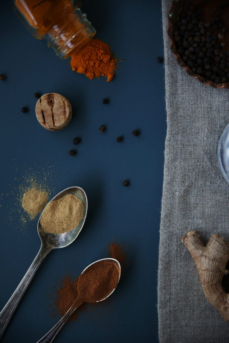 Spices. Golden milk | Turmeric milk | on Due fili d'erba | Two blades of grass | Recipe, styling and photo by Thais FK