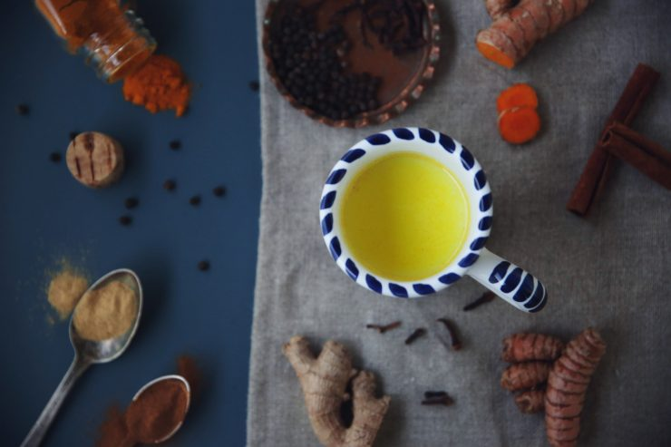Golden milk | Turmeric milk | on Due fili d'erba | Two blades of grass | Recipe, styling and photo by Thais FK