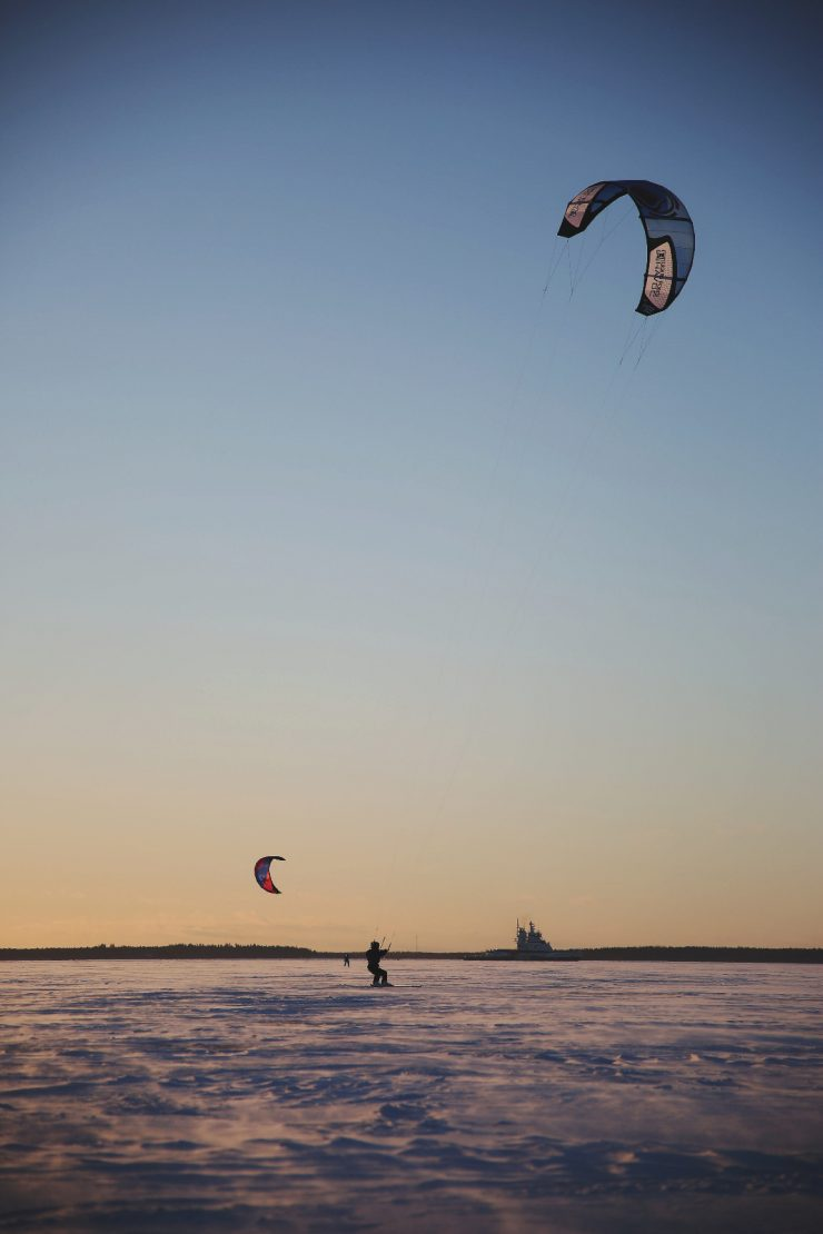 Ice fishing in Finland | Pilkkiminen | Kite-skier on frozen sea | Snowkiting |on Due fili d'erba | Two blades of grass | Visit Finland