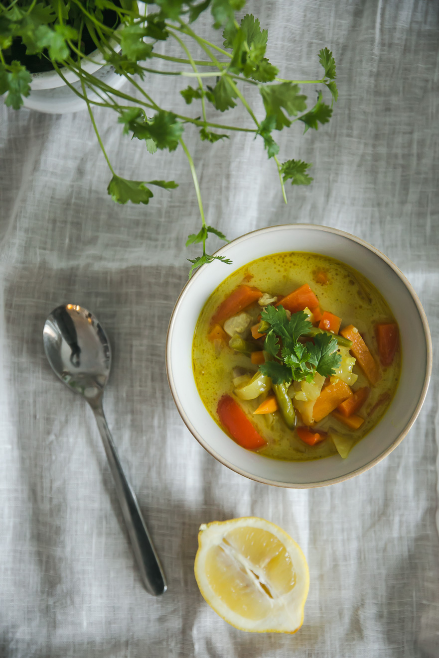 Neito rypsiöljy   Finnish rapeseed oil   Thai chicken soup Recipe   on Due fili d'erba   Two blades of grass   Photos and Recipe by Thais FK