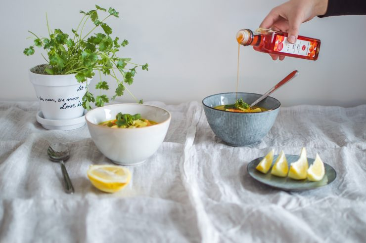 Neito rypsiöljy | Finnish rapeseed oil | Thai chicken soup Recipe | on Due fili d'erba | Two blades of grass | Photos and Recipe by Thais FK
