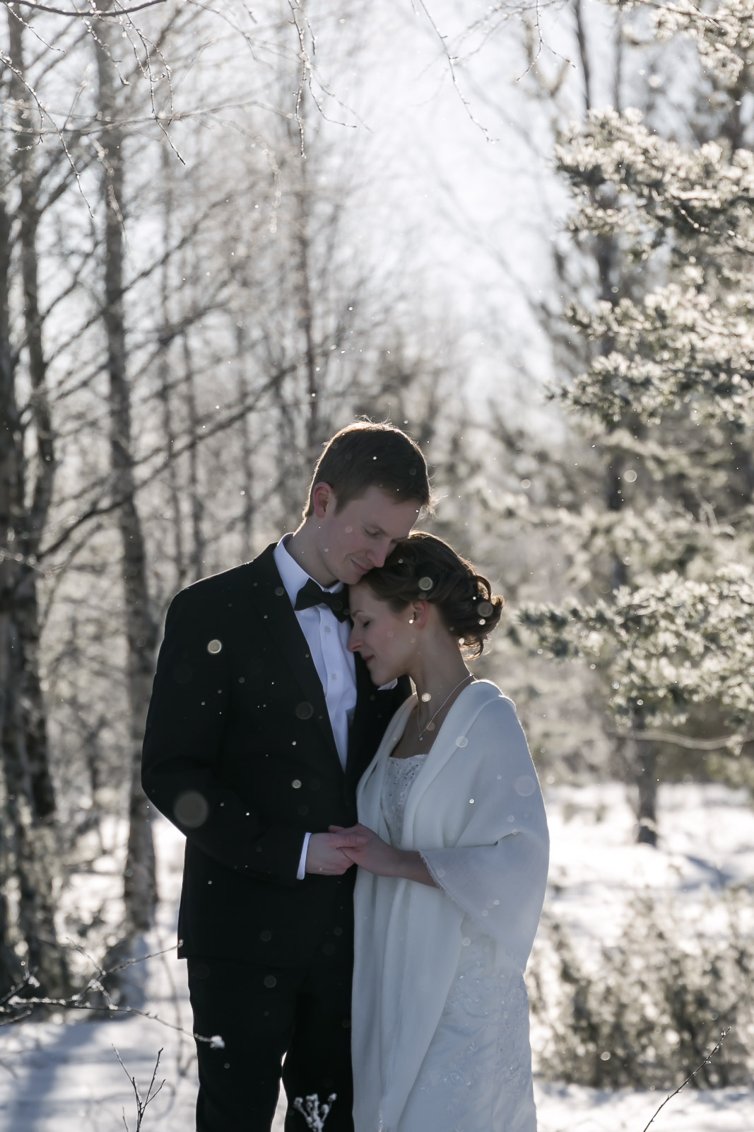 Winter Wedding Shoot in Oulu, Finland   on Due fili d'erba   Two Blades of grass   Photography by Thais FK