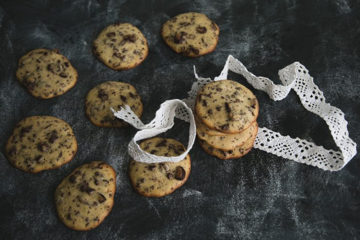 Chocolate chip cookies with two secret ingredients   on Due fili d'erba   Two blades of grass   Recipe, photos and styling by Thais FK