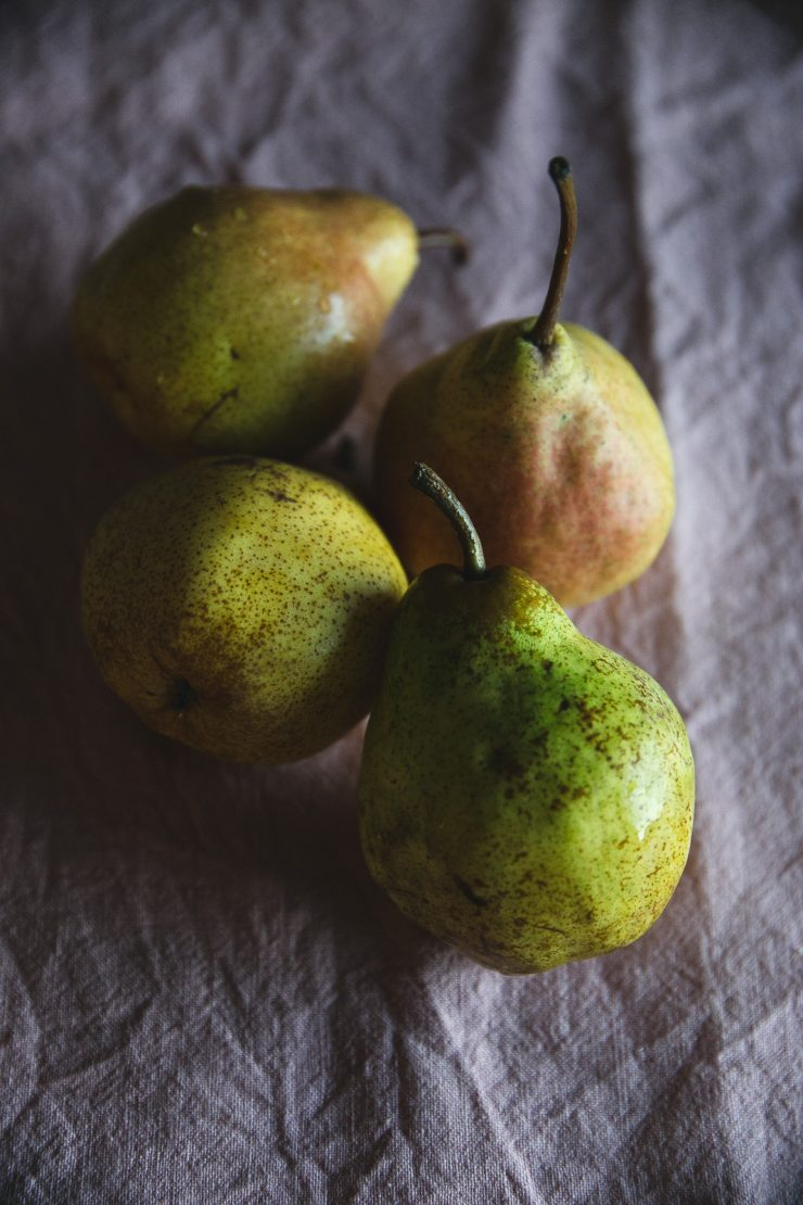 Chocolate loaf cake with whole pears | on Due fili d'erba | Two blades of grass |Photos, styling and Recipe by Thais FK