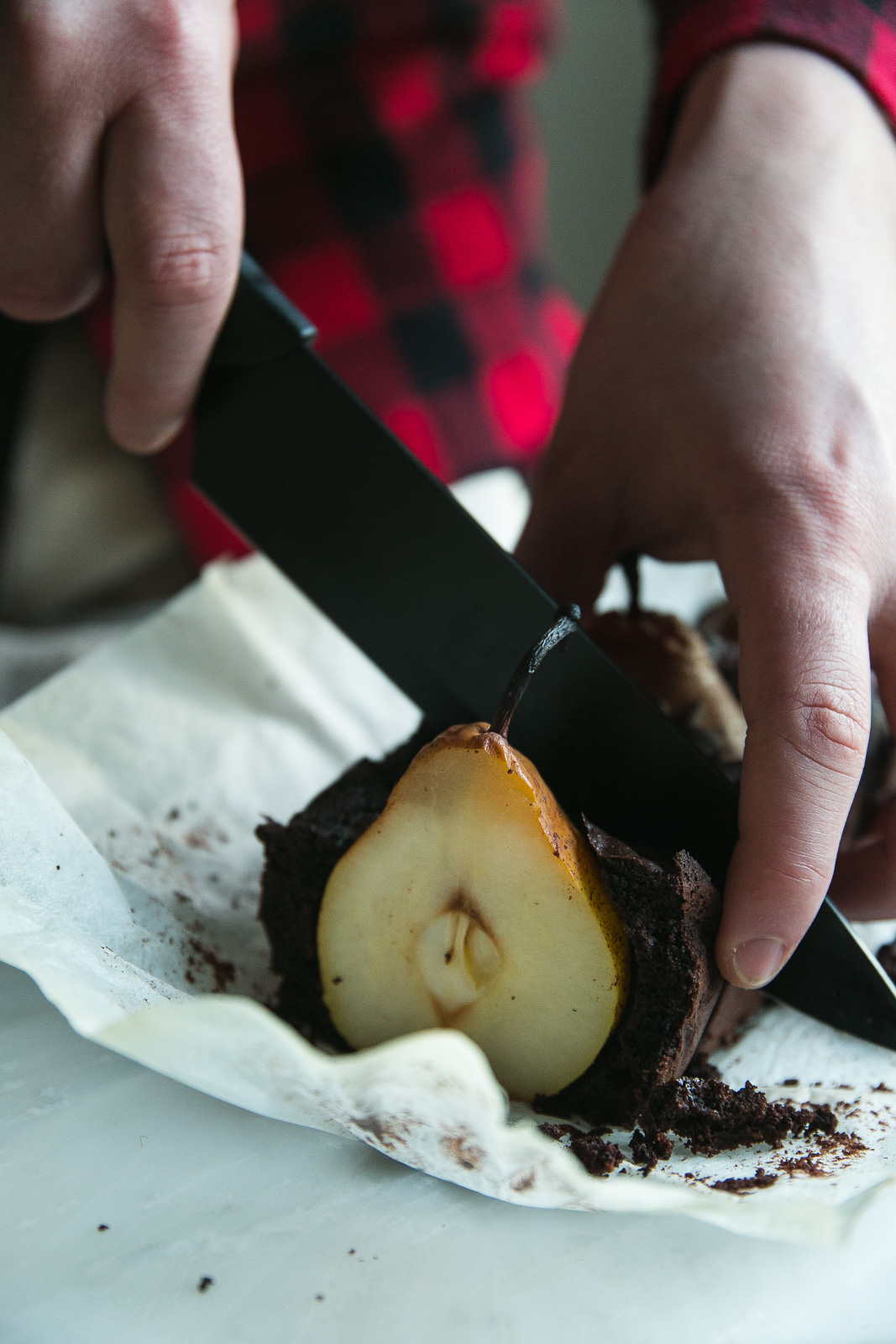 Chocolate loaf cake with whole pears   on Due fili d'erba   Two blades of grass  Photos, styling and Recipe by Thais FK