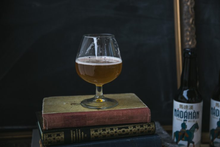 Orange chocolate layer cake with Madáhàn Tropical Milk IPA, a Finnish-Italian beer born from a collaboration bewteen Kallio Artisan Brewery and Birra Amiata | on Due fili d'erba | Two blades of Grass | Recipe by Thais FK