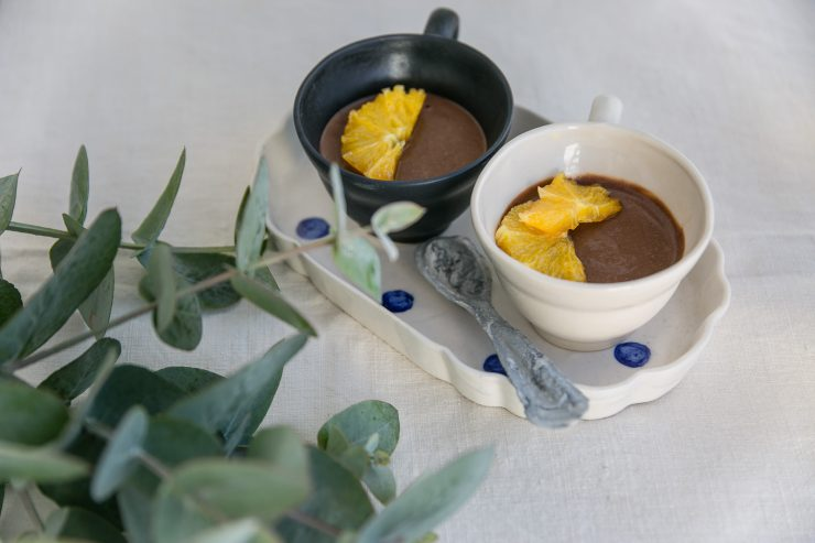 Easy eggless rosemary chocolate mousse | Recipe oon Due fili d'erba | Two Blades of grass | Photo, styling and recipes by Thais FK | Ceramics by Anna Westerlund