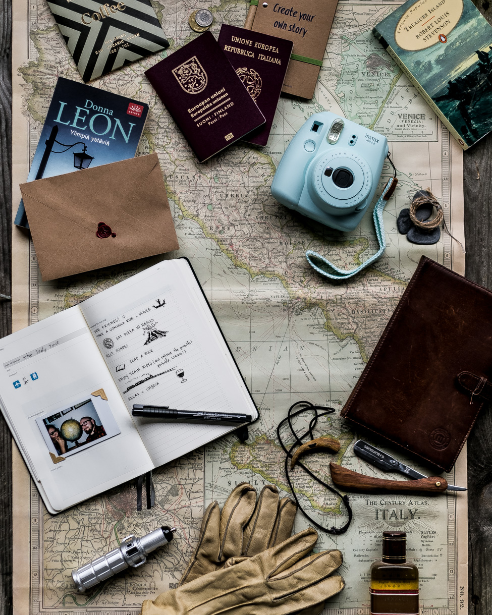 Travel Flatlay | How to plan a trip | in collaboration with Adlibris | Moleskine Travel Journal | Instax mini 9 | on Due fili d'erba | Two Blades of grass | by Thais FK & Klaus K.