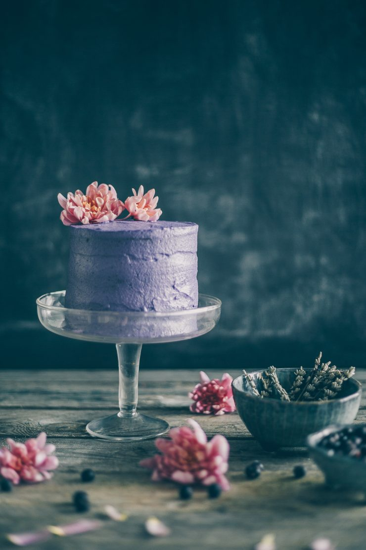 Blueberry lavender crunchy cake (Gluten free, dairy free, Vegan) | on Due fili d'erba| Recipe, photos and styling by Thais FK for Smeg Nordic