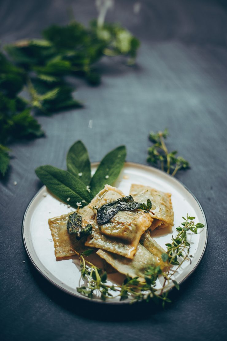 Nettle Ravioli with Smeg Nordic ravioli maker and pasta roller attachment for the stand mixer | Recipe on Due fili d'erba | Two Blades of grass | Photos, styling and recipe by Thais FK