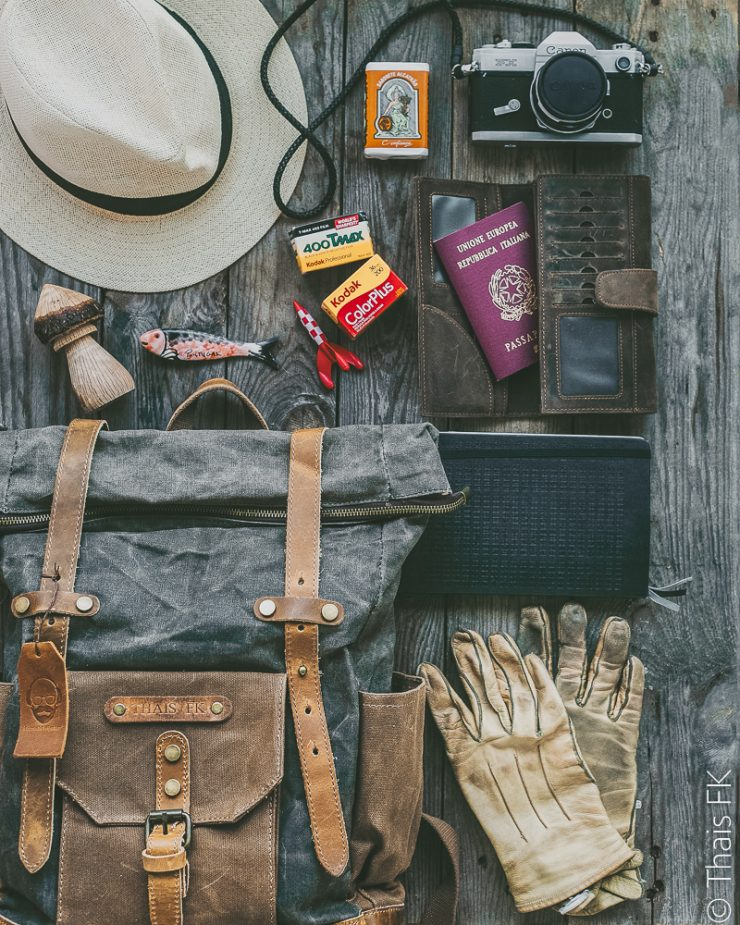 Cotswold Hipster Waxed Canvas and Leather Backpack | The perfect travel backpack | Leather camera backpack | on Due fili d'erba by Thais FK