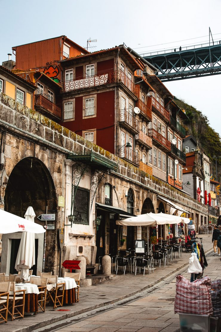 Cais da Ribeira, a Unesco's World Heritage Site made of picturesque houses and alleys. Porto, Portugal - A one day Travel Guide on The Adagio Blog, by Thais FK