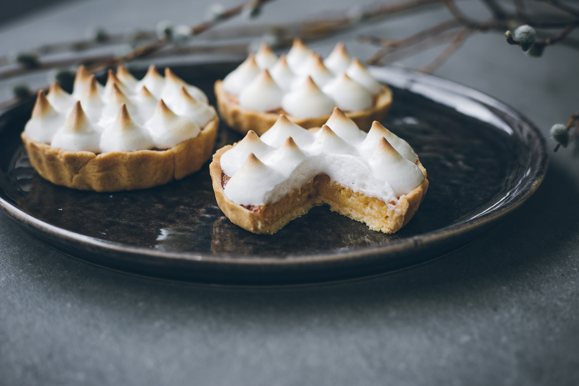 Zero-waste Recipe: Lemon tart with aquafaba meringue | on The Adagio Blog by Thais FK