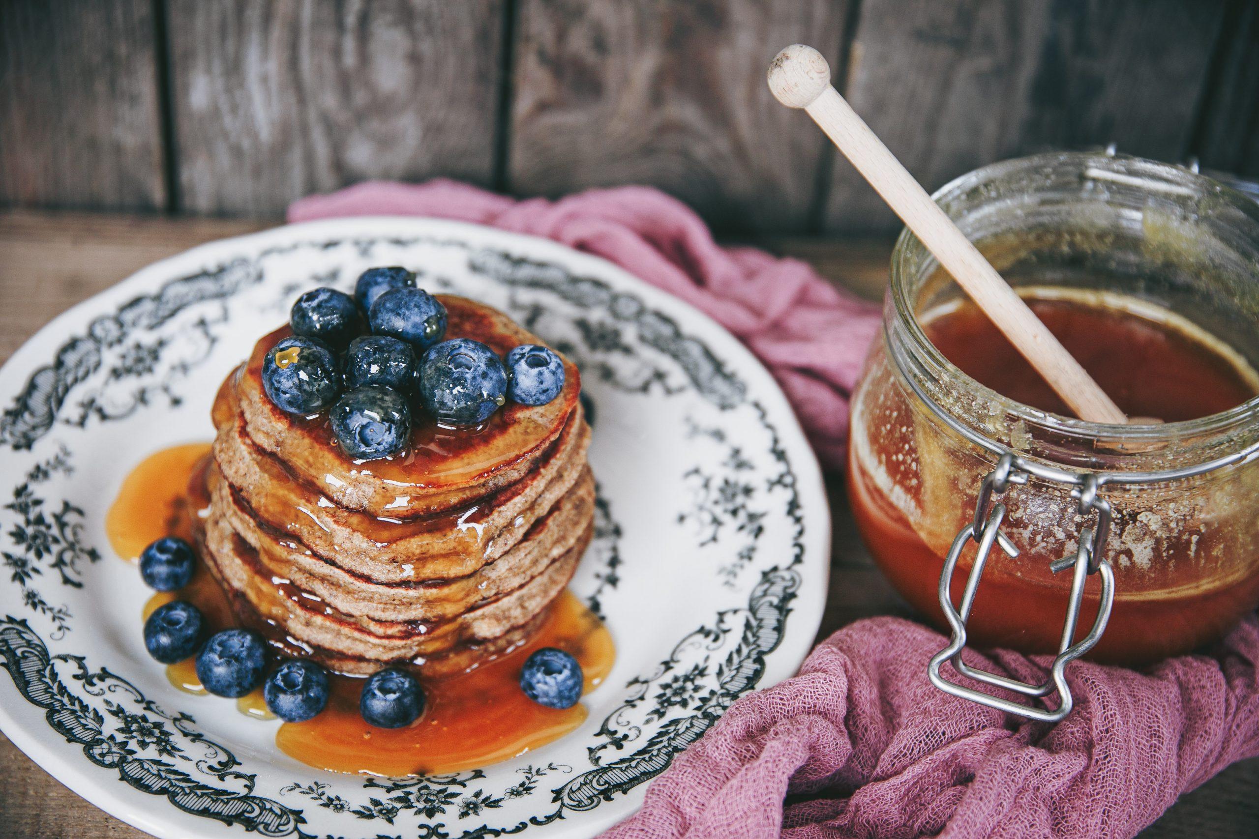The Ultimate Banana Pancakes (Gluten Free, Dairy Free, Vegan) on The Adagio Blog by Thais FK