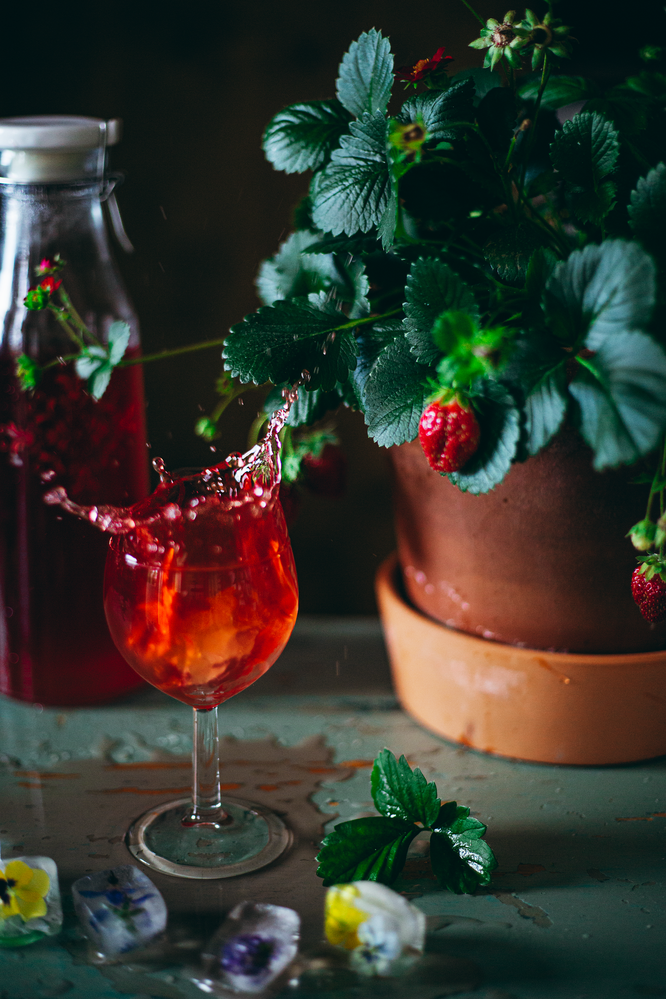 Splash Photography - Zero-Waste Strawberry Juice - Adagio Blog by Thais FK